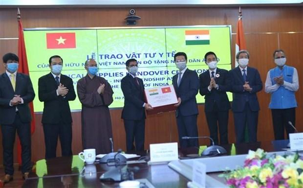 Remise de materiel medical au Laos, a l'Inde et aux armees de differents pays hinh anh 2