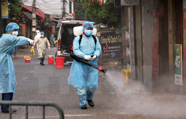 COVID-19 : Le Premier ministre decide de fournir plus de desinfectants hinh anh 1