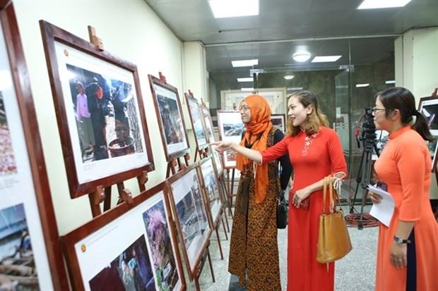 Ouverture a Lam Dong d'une exposition sur la beaute des nations et des peuples de l'ASEAN hinh anh 1