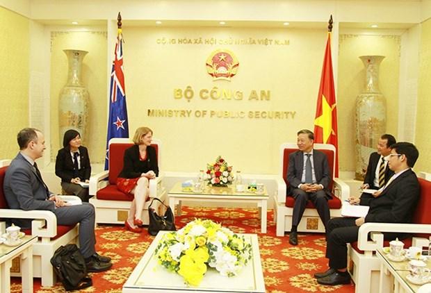 L'ambassadrice de Nouvelle-Zelande recue par le ministre de la Securite publique hinh anh 1