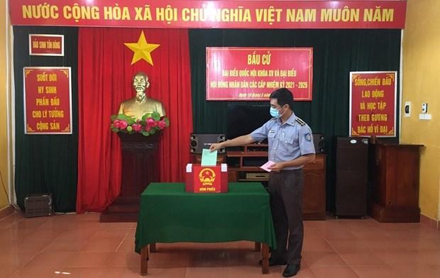 Certains bureaux de vote autorises a organiser des elections anticipees hinh anh 1