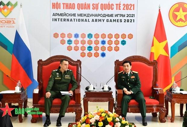 Le ministre de la Defense Phan Van Giang recoit un sous-ministre russe de la Defense hinh anh 1