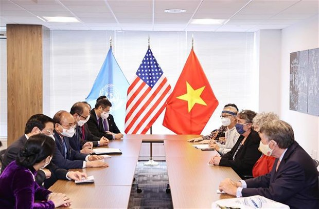 Le president Nguyen Xuan Phuc recoit des amis americains hinh anh 2