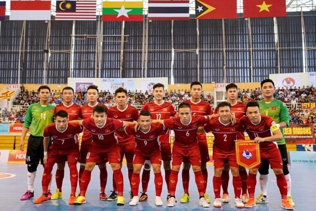 L'equipe de futsal du Vietnam s'entraine en Espagne hinh anh 1