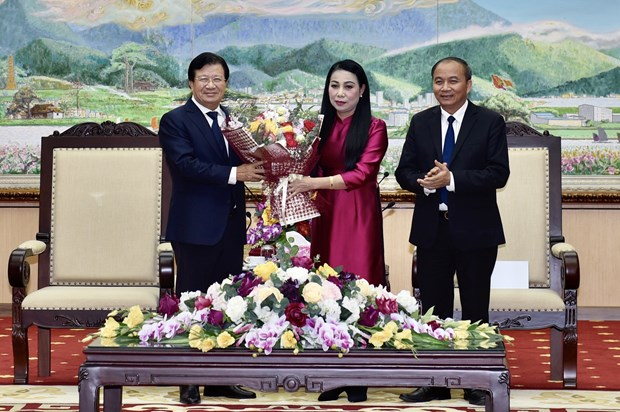 Des fonctionnaires formulent leurs vœux du Tet et presentent des cadeaux aux personnes defavorisees hinh anh 1