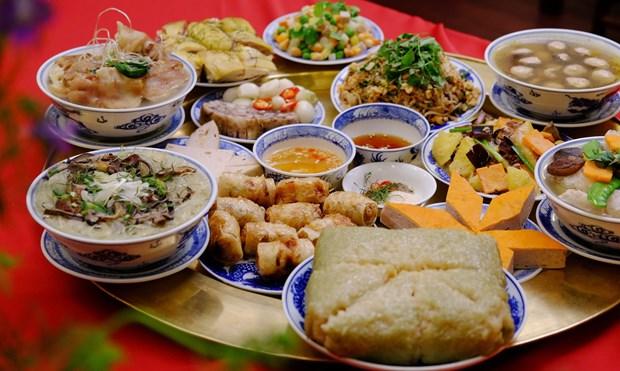 Printemps au pays natal 2020: des plats traditionnels du Tet seduisent des Viet kieu hinh anh 1
