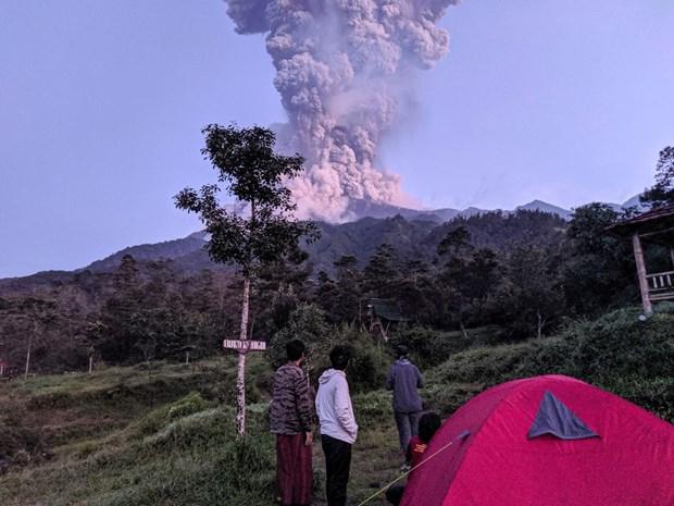 L'Indonesie ferme l'aeroport apres l'eruption du volcan Merapi hinh anh 1