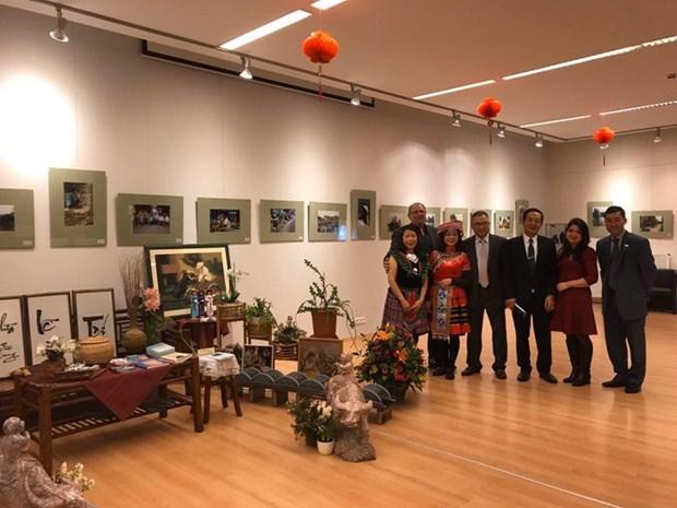 Ouverture d'une exposition de photos sur le Vietnam en Hongrie hinh anh 1