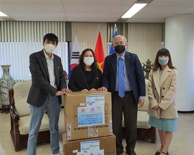 COVID-19 : des masques de protection pour les Vietnamiens en R. de Coree hinh anh 1