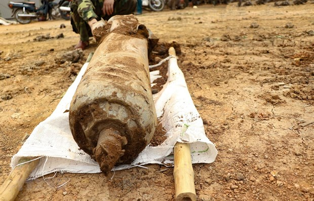 Une bombe de 100 kg desactivee a Dien Bien hinh anh 1