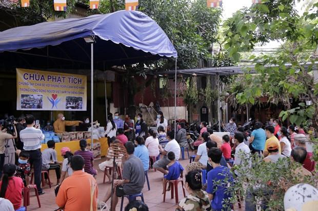 La pagode Phat Tich a Vientiane soutient des Vietnamiens touches par l'epidemie de COVID-19 hinh anh 1