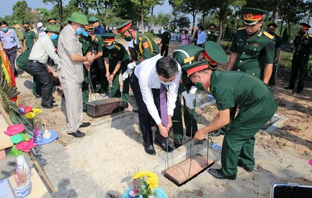 Quang Tri : Inhumation des restes de 16 volontaires vietnamiens tombes au Laos hinh anh 1
