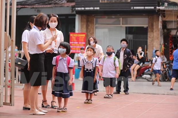 Les eleves des ecoles maternelles et primaires a Hanoi retournent a l'ecole hinh anh 1
