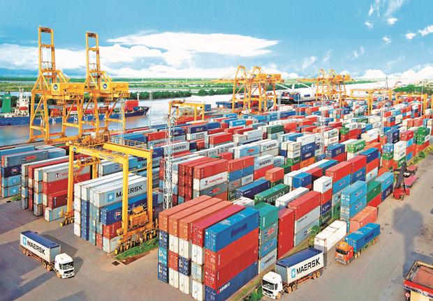 Le Vietnam realise un excedent commercial de 3,04 milliards de dollars en quatre mois hinh anh 1