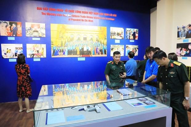 Diverses expositions celebrant le 130e anniversaire de la naissance du President Ho Chi Minh hinh anh 1