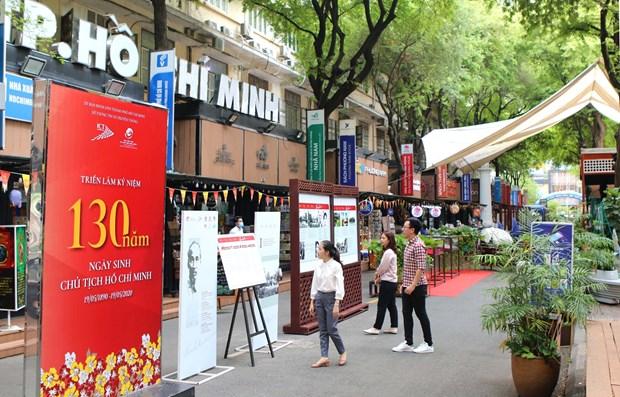 Diverses expositions celebrant le 130e anniversaire de la naissance du President Ho Chi Minh hinh anh 3
