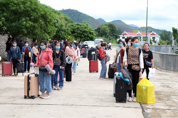 Pres de 1.400 etudiants laotiens accueillis a l'ecole au Vietnam hinh anh 1