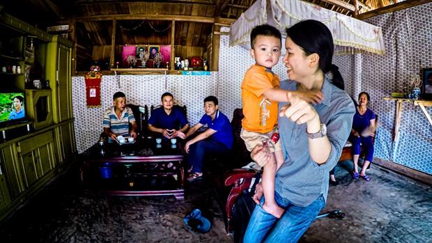 Un enseignant americain et son voyage d'allumer des bougies au Vietnam hinh anh 3
