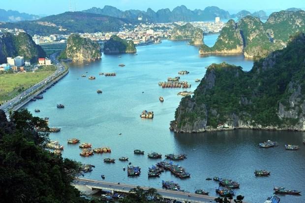 Quang Ninh : Reduction de 50% sur les frais d'hebergement et d'entree a la baie de Ha Long hinh anh 1