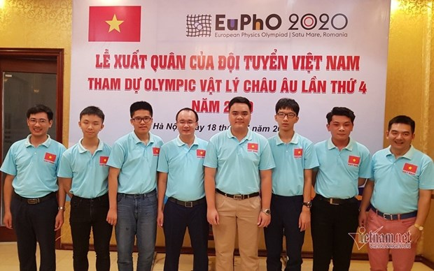 Quatre eleves vietnamiens primes a la 4e Olympiade europeenne de physique hinh anh 1