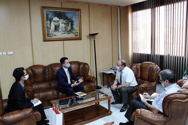 Renforcement de la cooperation entre la VNA et l'Agence algerienne de presse APS hinh anh 2