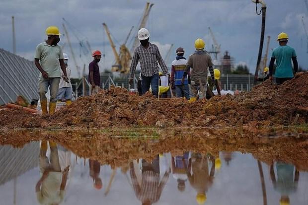 Singapour: 265.000 travailleurs etrangers peuvent reprendre leur travail hinh anh 1
