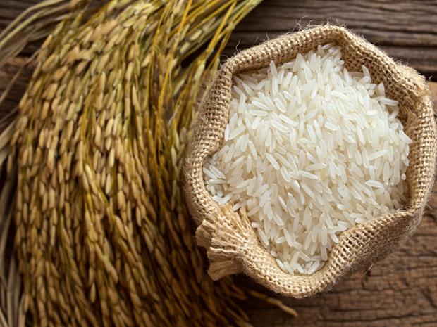 Le riz exporte vietnamien est desormais plus cher que celui de la Thailande hinh anh 1