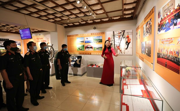 Ouverture de l'exposition «Revolution d'Aout - Etape historique» a Hanoi hinh anh 2