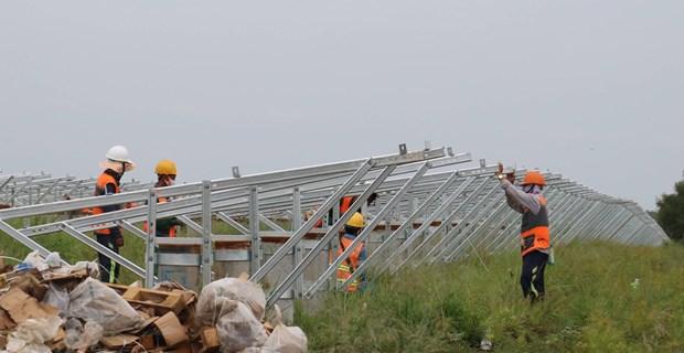 Accelerer la mise sous tension du projet d'energie solaire Loc Ninh - Binh Phuoc le 31 decembre hinh anh 1