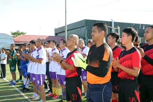 75e anniversaire de la Fete nationale: Ouverture d'un tournoi de football amical au Cambodge hinh anh 1