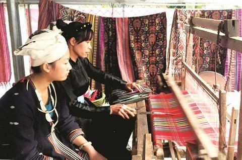 Ham Yen preserve et valorise le tissage de brocart hinh anh 1