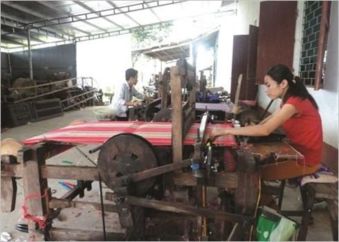 Ham Yen preserve et valorise le tissage de brocart hinh anh 4