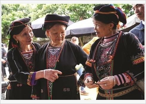 Ham Yen preserve et valorise le tissage de brocart hinh anh 2