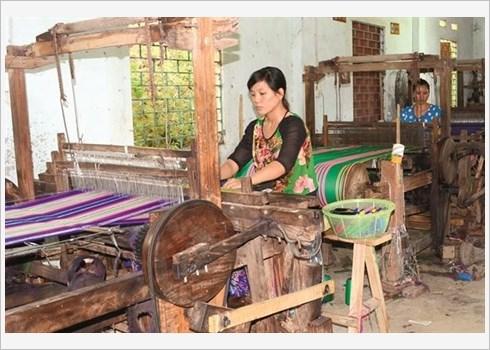 Ham Yen preserve et valorise le tissage de brocart hinh anh 5