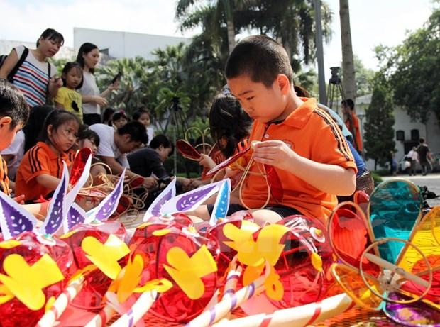 Fete de la mi-automne 2020 : Hommage aux artisans de jouets traditionnels hinh anh 1