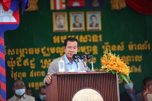 COVID-19 : Le Cambodge reporte l'augmentation des salaires des fonctionnaires et des forces armees hinh anh 1