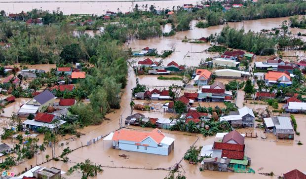 Inondations au Centre : des Vietnamiens en Suisse au chevet des sinistres hinh anh 1