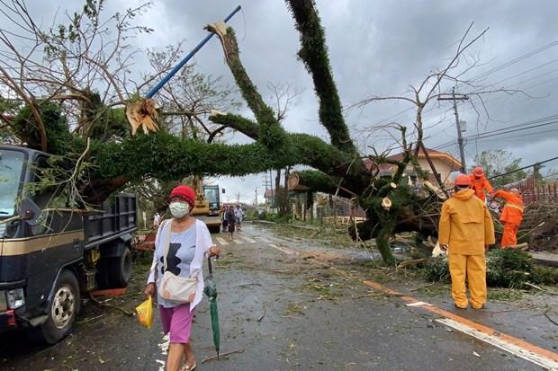 Le super typhon Goni frappe les Philippines, provoquant des glissements de terrain hinh anh 1