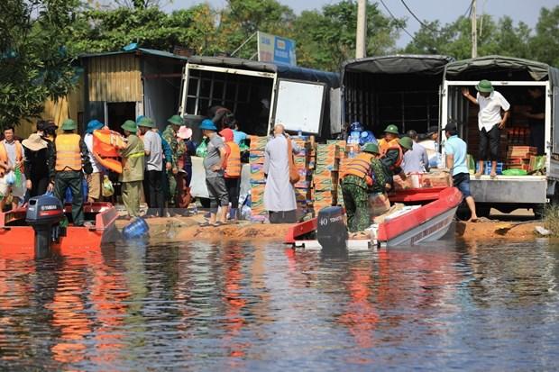 Des Vietnamiens en Ukraine soutiennent les habitants du Centre affectes par les inondations hinh anh 1