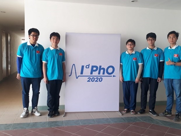 Cinq eleves vietnamiens primes aux Olympiades internationales de physique 2020 hinh anh 1