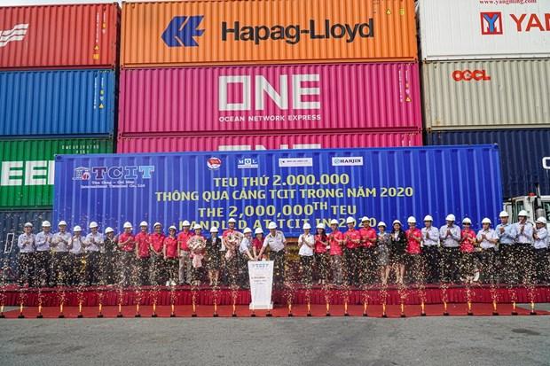Le port international Tan Cang - Cai Mep accueille le 2.000.000e TEU en 2020 hinh anh 1