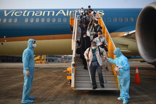 COVID-19: Rapatriement de 700 citoyens vietnamiens du Japon et de Republique de Coree hinh anh 1