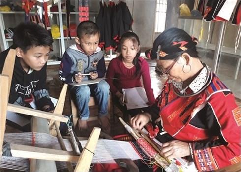 Le tissage traditionnel des habits des Pa Then hinh anh 2