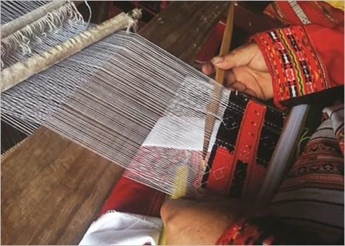 Le tissage traditionnel des habits des Pa Then hinh anh 3