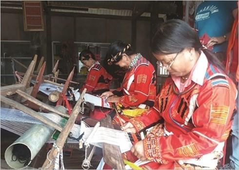 Le tissage traditionnel des habits des Pa Then hinh anh 4