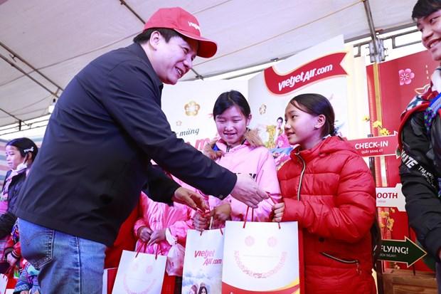 Un programme de Vietjet donne aux minorites de Lao Cai un Tet plus chaleureux hinh anh 1