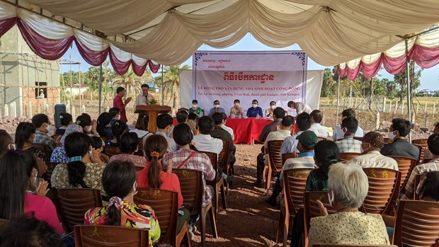 Construction d'une maison communautaire pour des personnes d'origine vietnamienne au Cambodge hinh anh 1