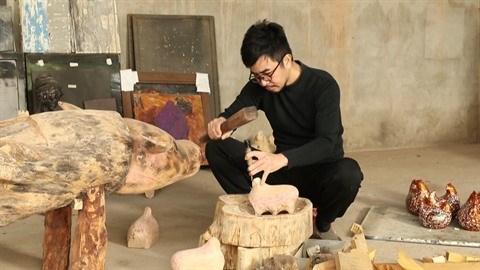 La collection unique de statues de buffles du peintre-artisan Nguyen Tan Phat hinh anh 2