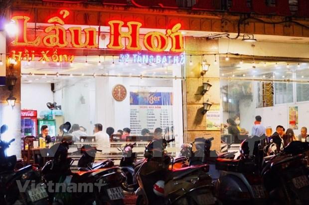 COVID-19: fermeture temporaire des restaurants de biere et des petits marches a Hanoi hinh anh 1
