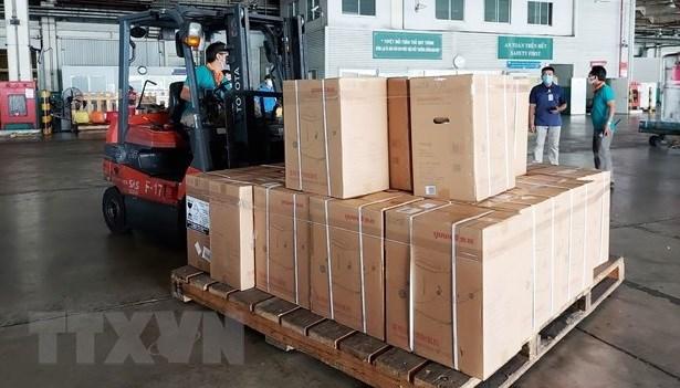 COVID-19 : HCM-Ville recoit un soutien en equipement medical d'une valeur de 400 milliards de dongs hinh anh 1